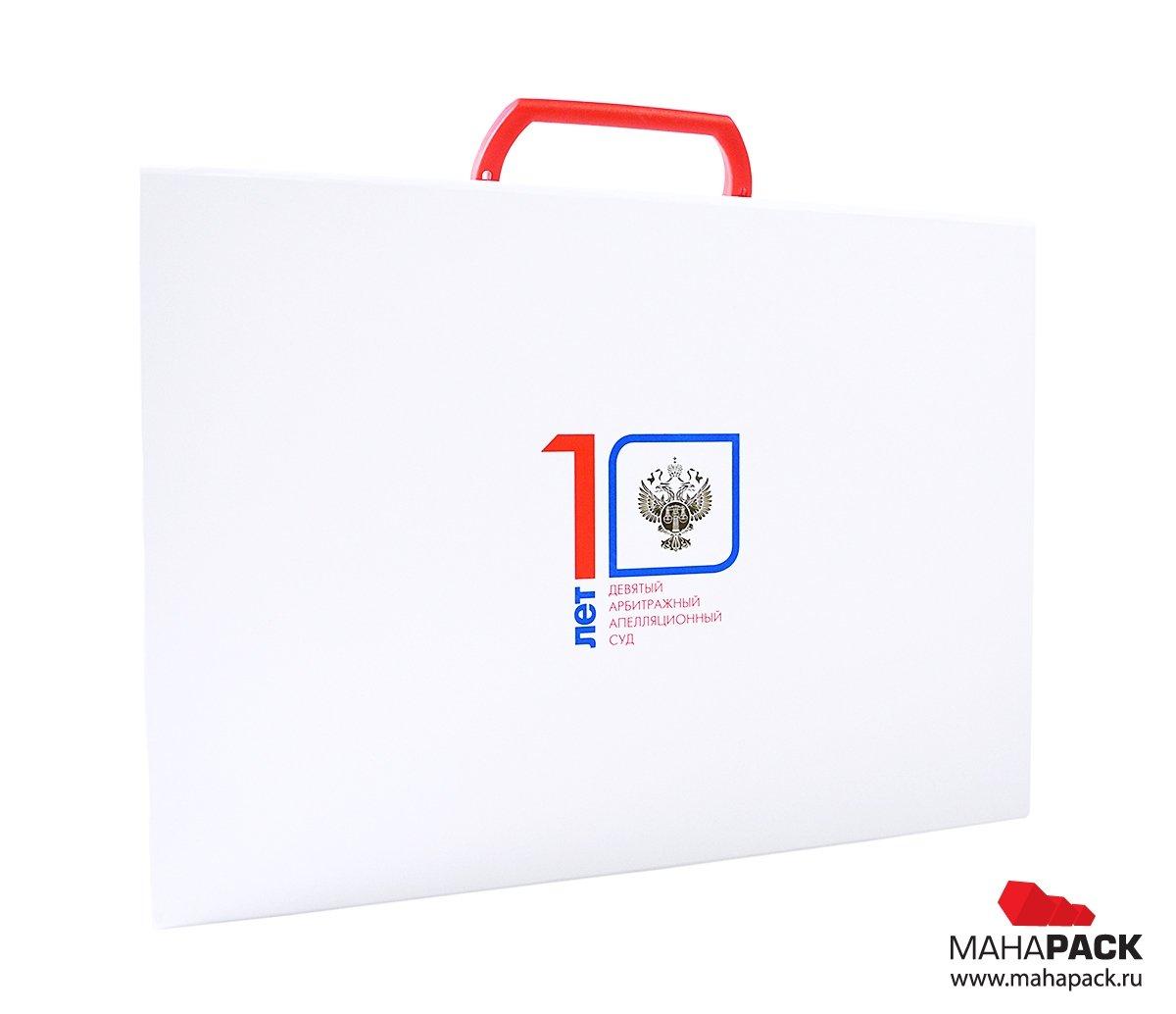 подарочная упаковка-портфель с клапаном на магните