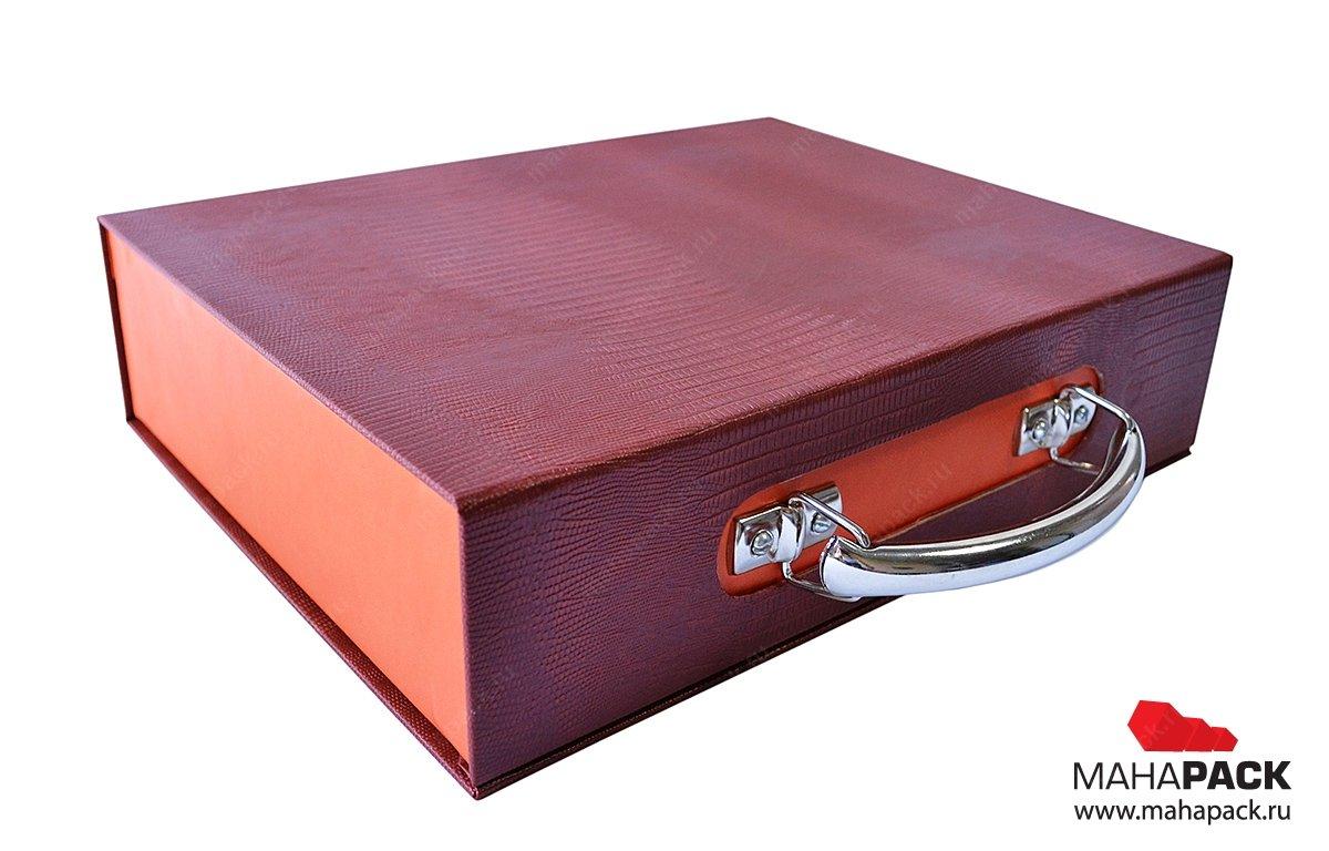 коробка-чемодан на магните для образцов продукции