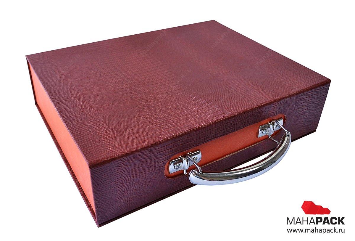 упаковка-портфель из дизайнерских переплетных материалов
