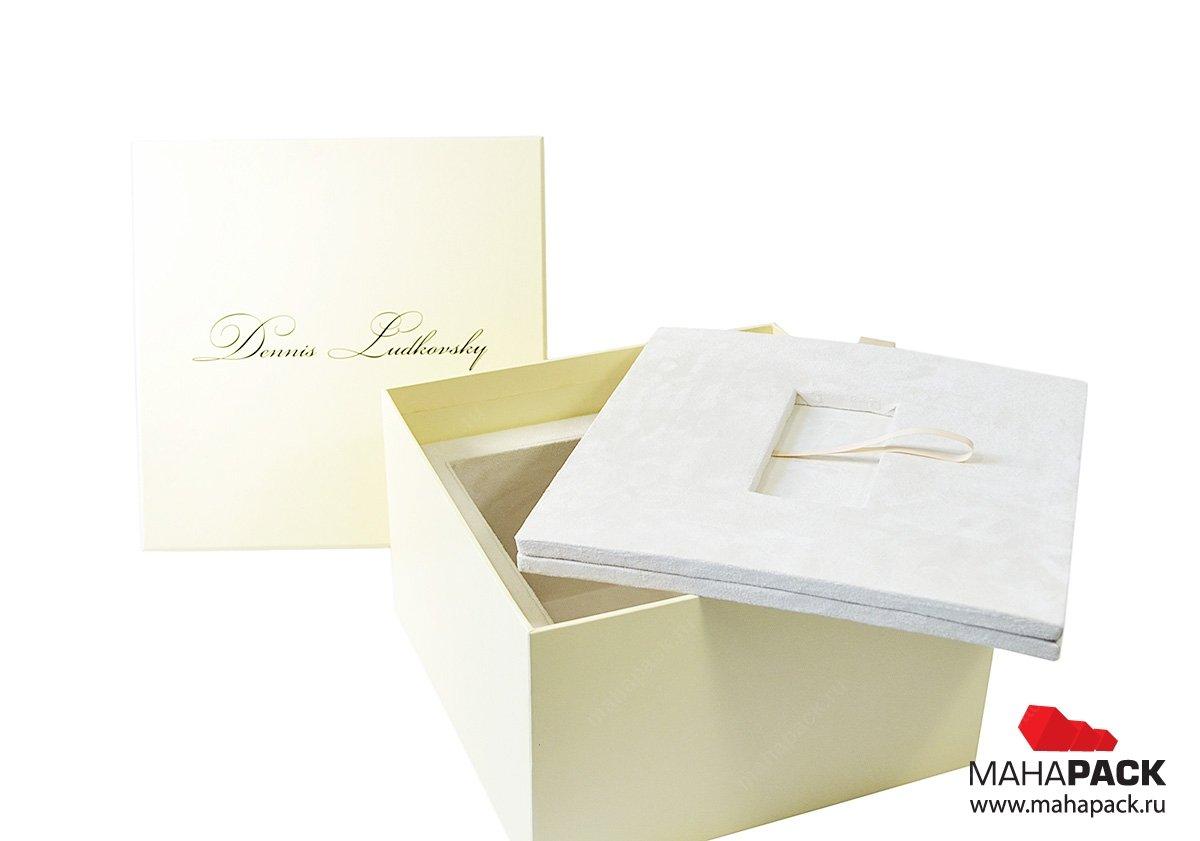 Фирменная подарочная упаковка с ложементом