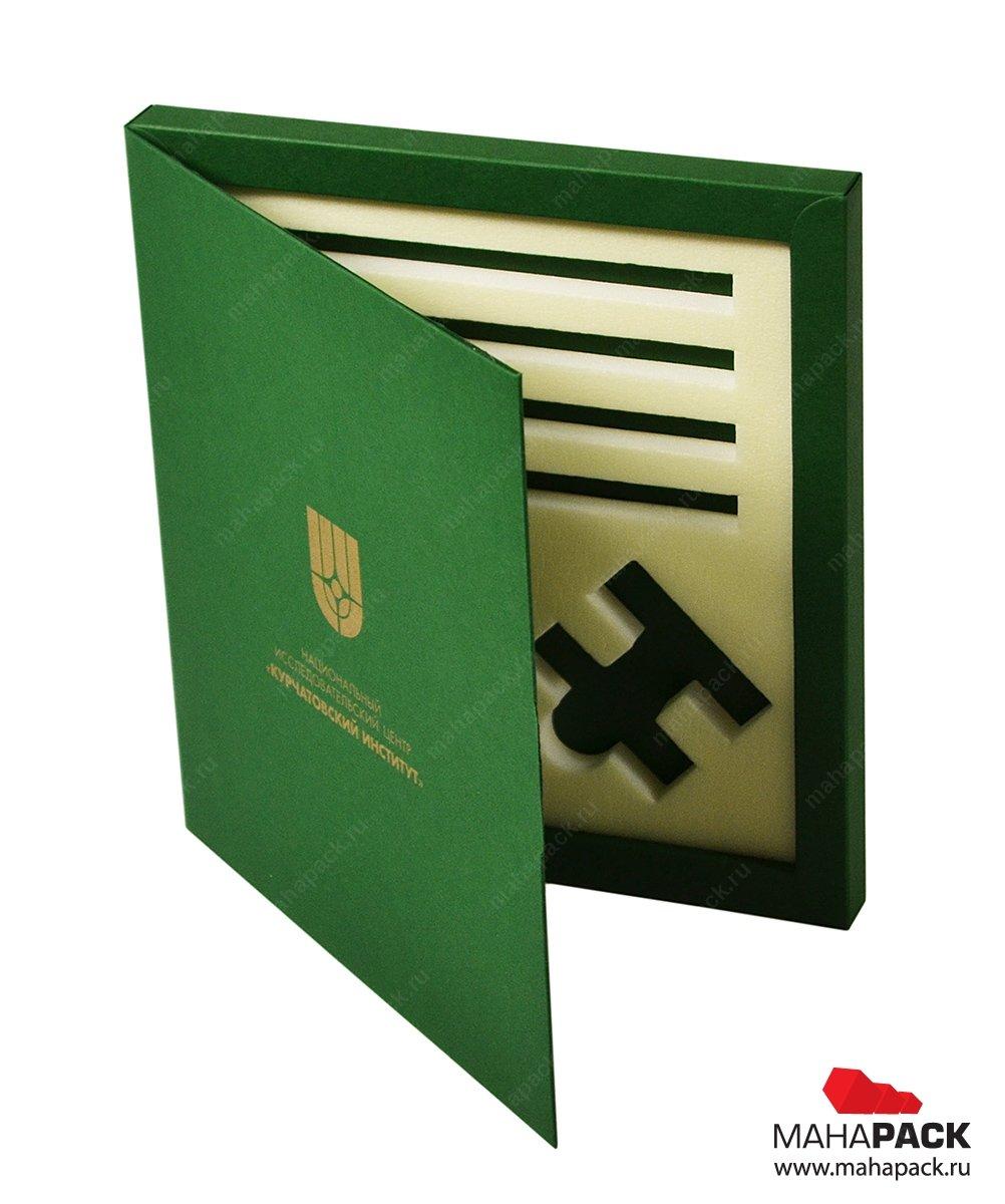 Подарочная коробка из дизайнерского картона