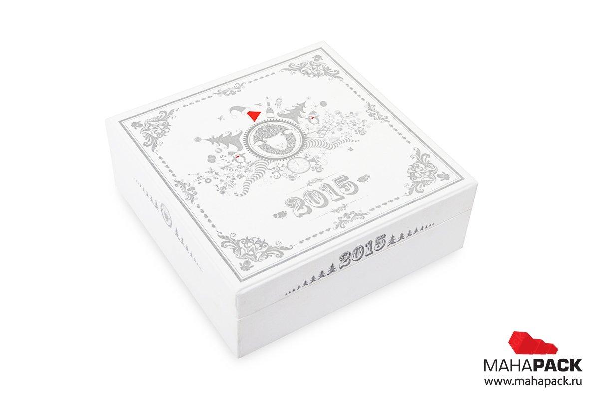 Кашированная коробка с откидной крышкой для новогоднего подарка