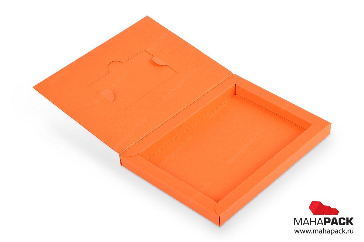 картонная коробка-книга с вырубкой для пластиковой карты