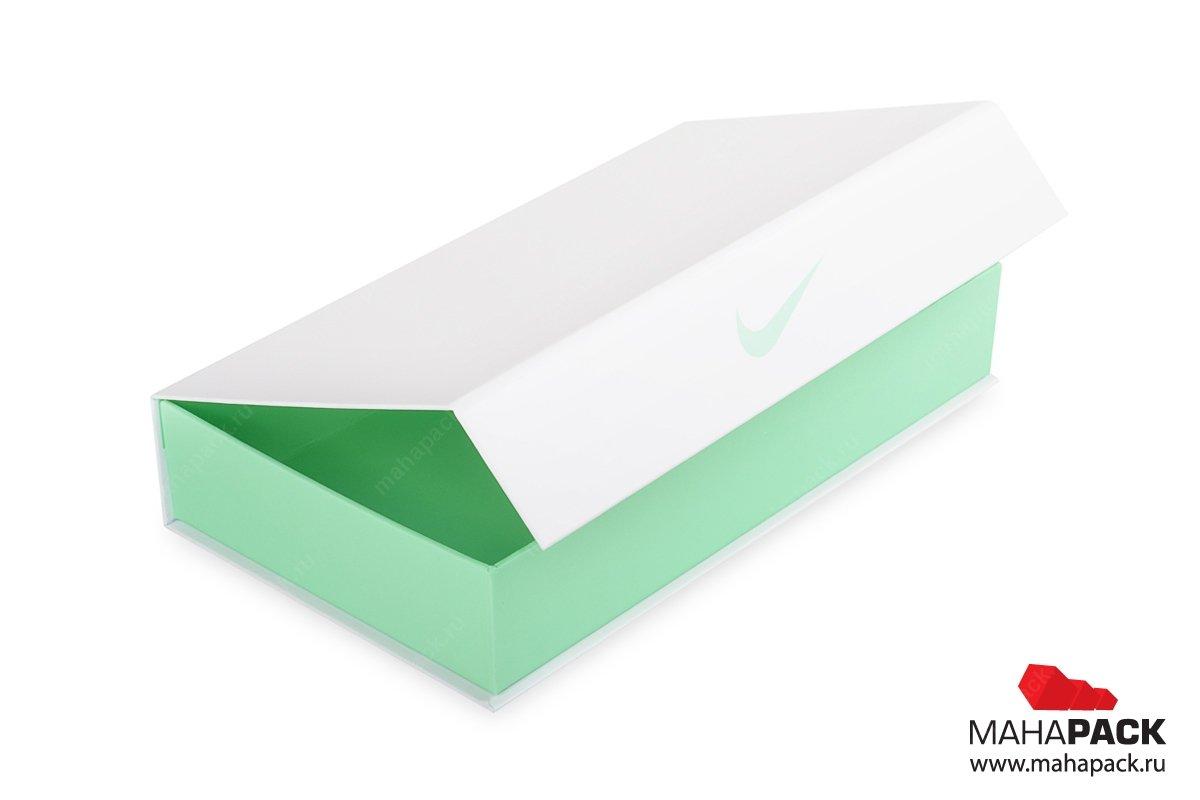 Кашированная коробка на магните для подарочной футболки