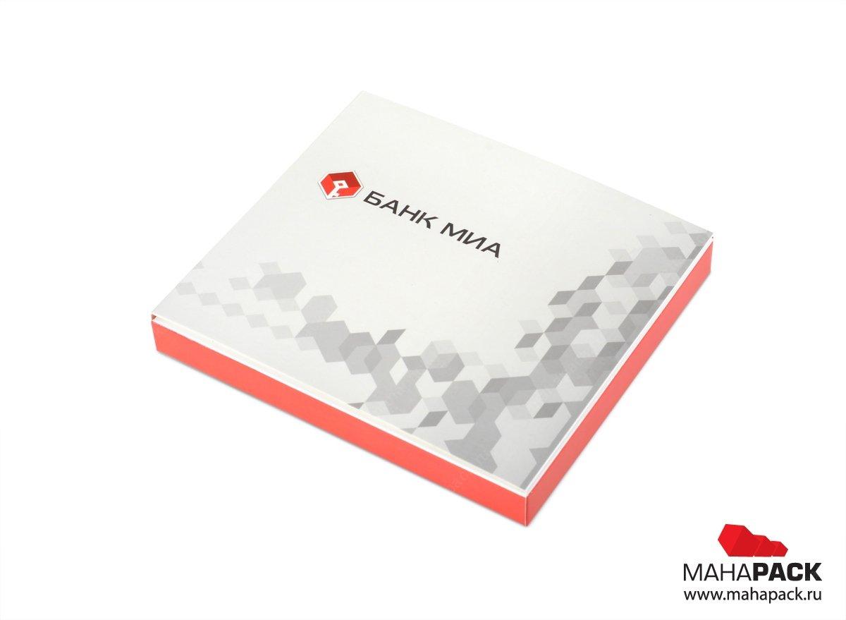 подарочная упаковка с фирменным логотипом