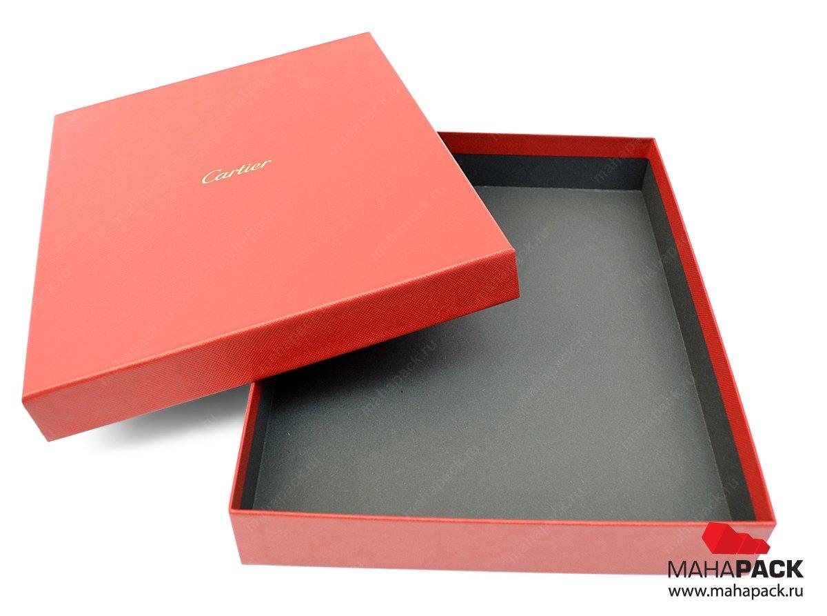 Коробка крышка-дно из дизайнерской бумаги, с тиснением.