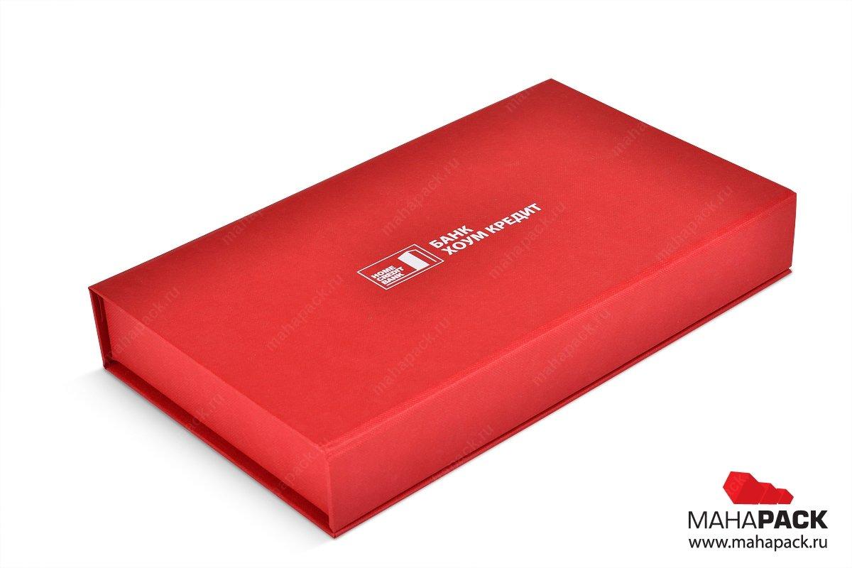 коробка на магните внутри пластиковая карта и буклет