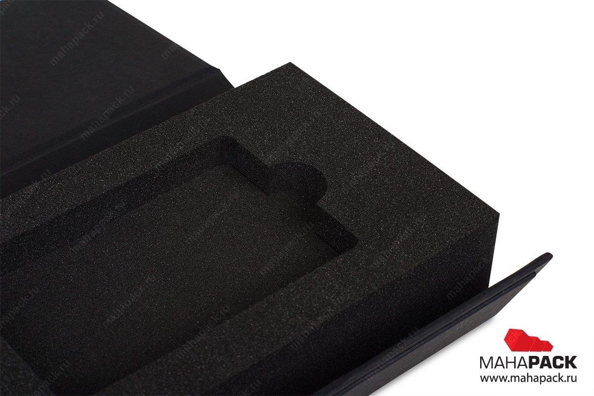 упаковка для пластиковой карты с изолоновым ложементом