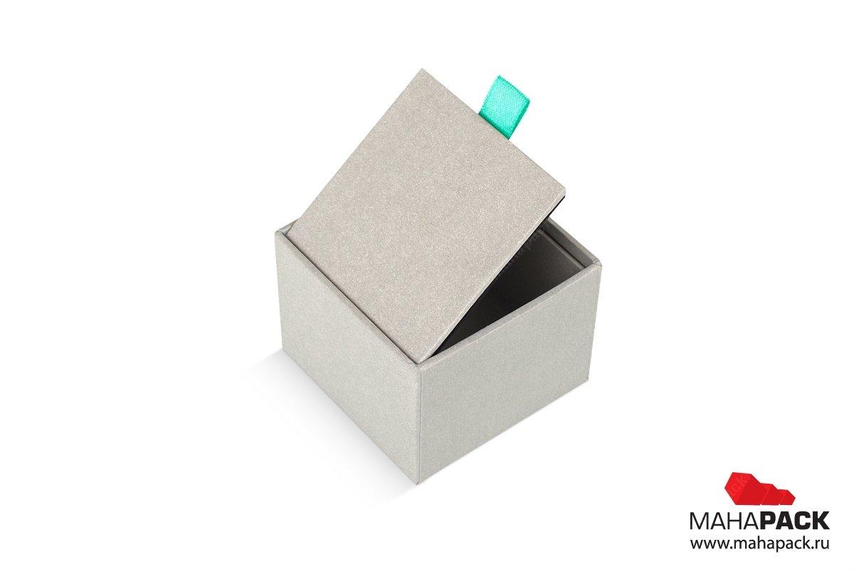 упаковка для ювелирных изделий в коробке с бархатным ложементом