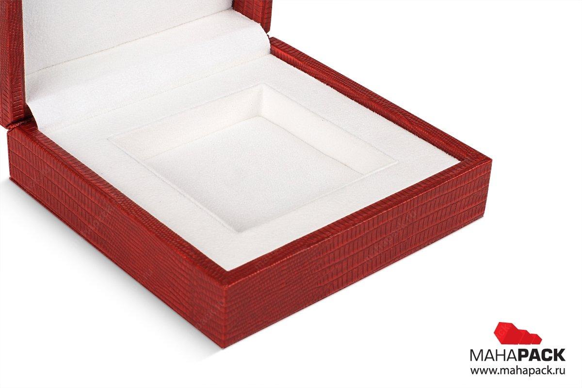 дорогая упаковка для ювелирных изделий выполнена в наборе коробочек