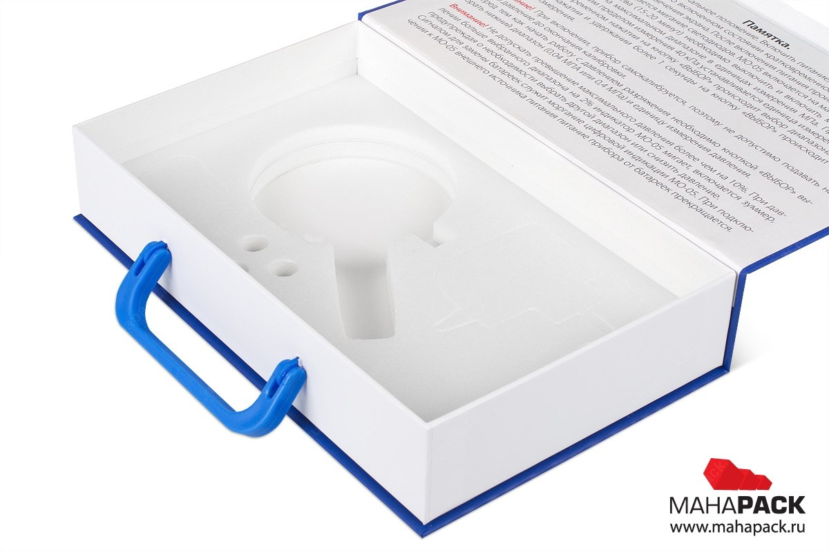 презентационная коробка с ручкой как у чемодана и изолоновым ложементом