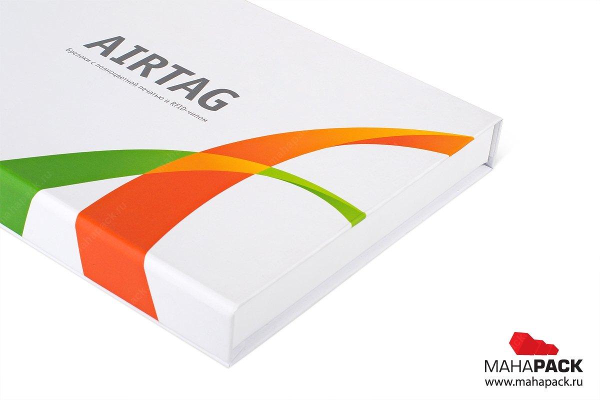кашированная коробка, на краешке логотип компании
