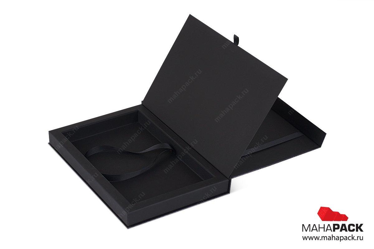 дорогая упаковка для банка, внутри карта, сертификат и буклет