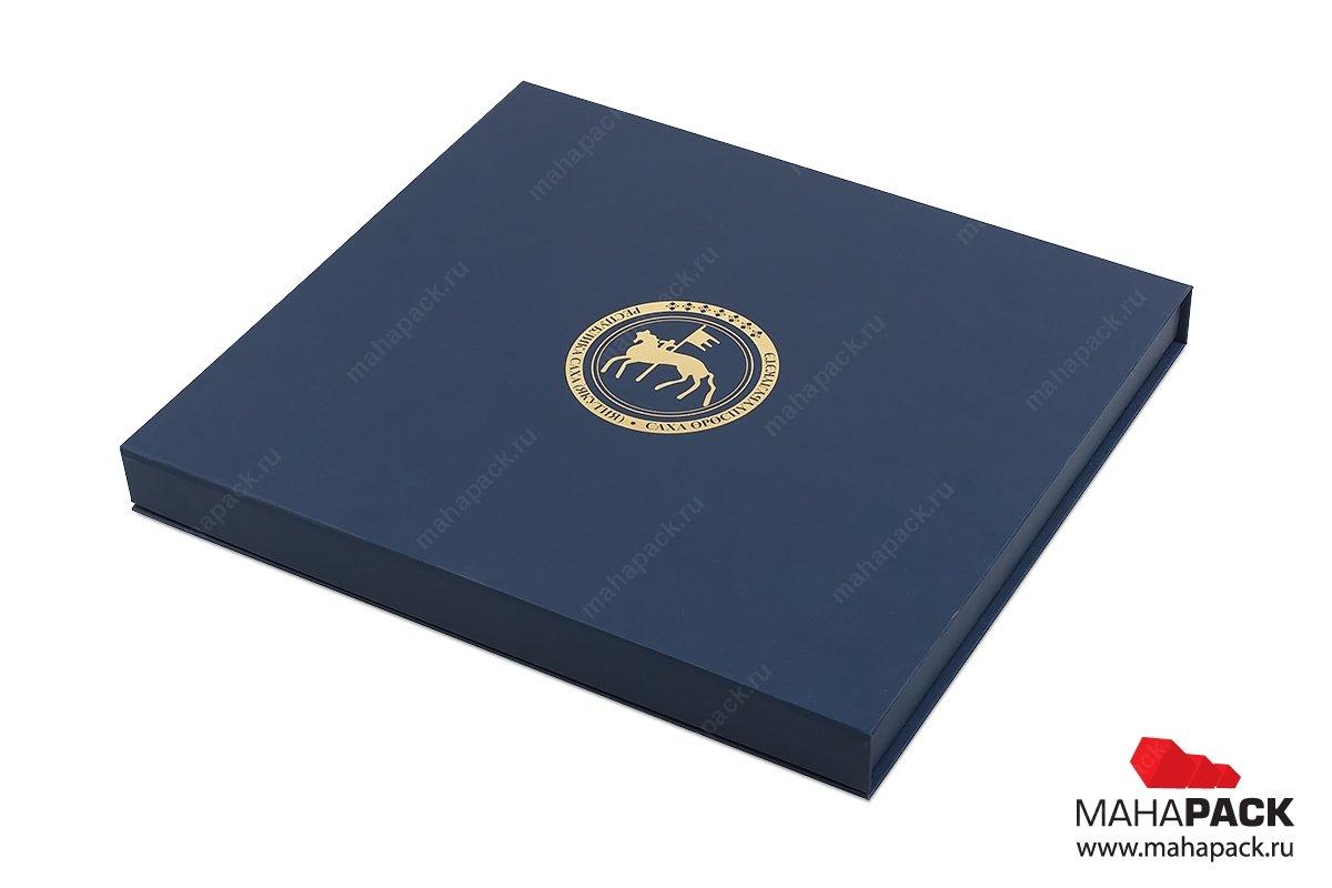 флокированная упаковка с золотым тиснением