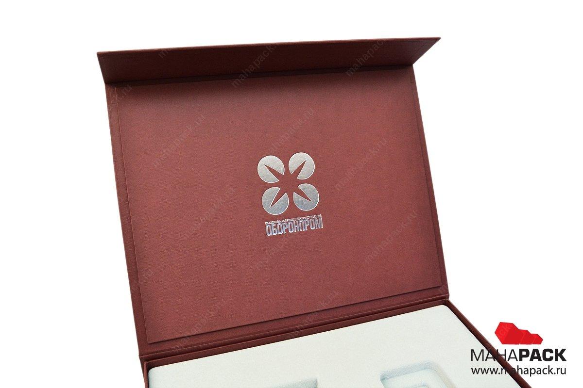 Коробка подарочная с магнитом и флокированным ложементом