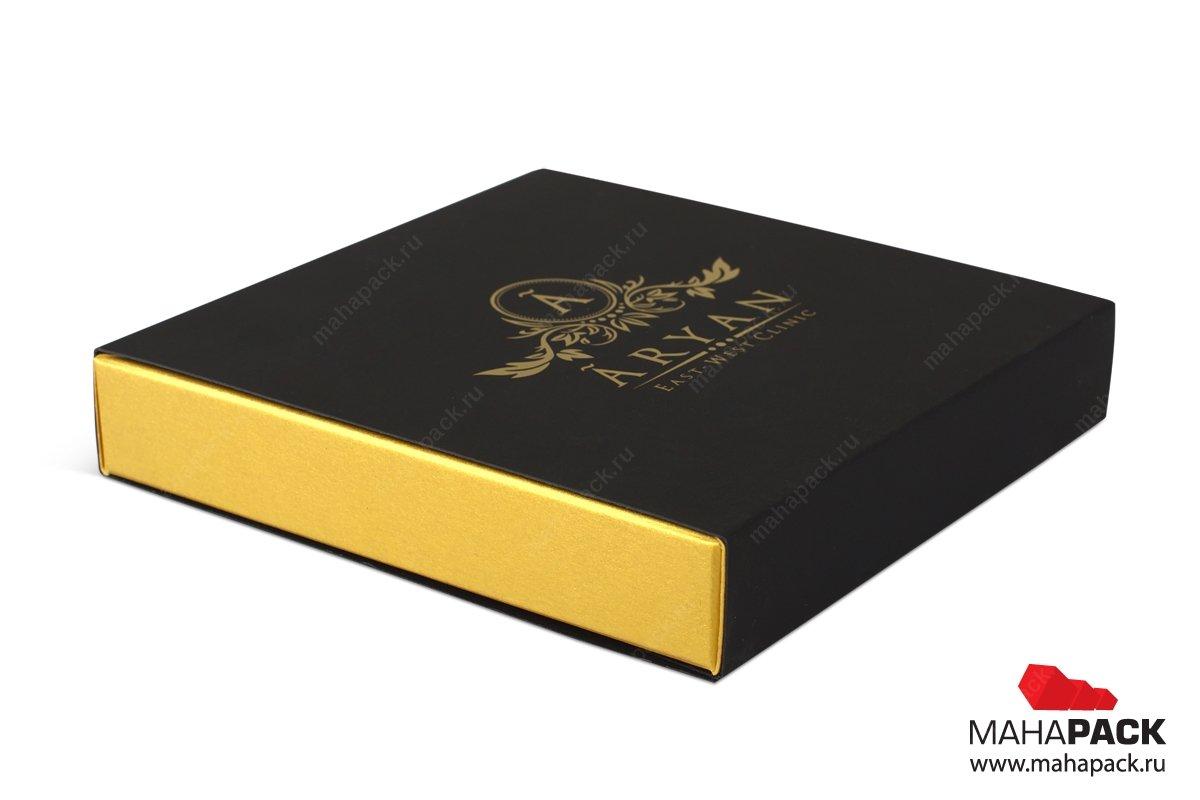 картонная упаковка с логотипом и тиснением