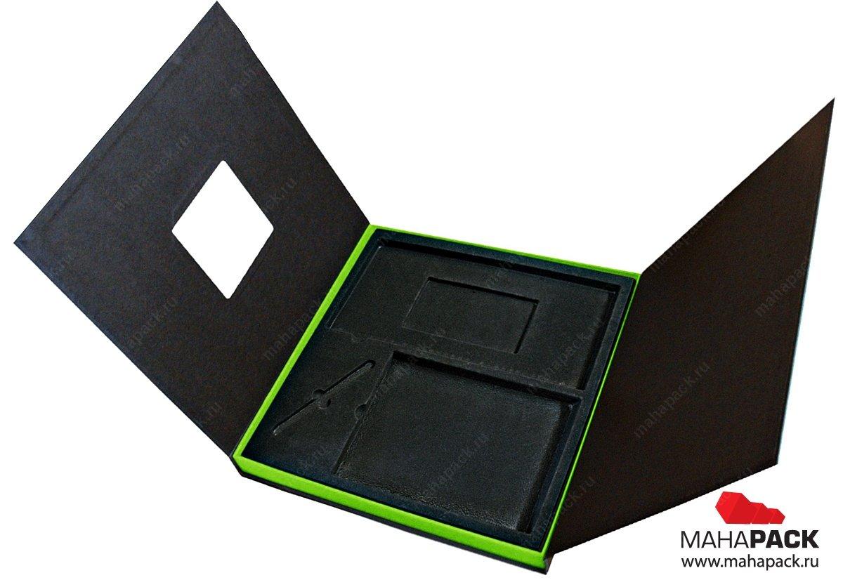 Коробка с флокированным ложементом под сувенирный комплект